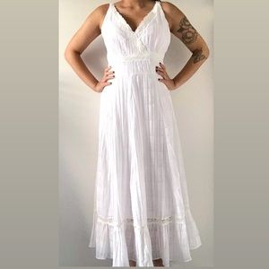 💃🏾 Simon Chang Women's White Flare Maxi Dress
